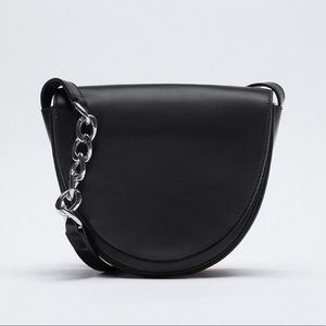 Oval leather Crossbody bag with chain